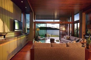 独特的水道风景,奢华和现代的结合,游艇俱乐部别墅给朋友和家庭度假都提供了一个好的去处。 每个别墅都包括了四个卧室,有非常好的空间