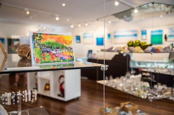 Take a relaxing tour of the art gallery - holiday deals Hamilton Island