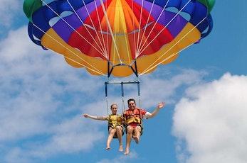 Explore the Island by parasailing - Holiday deals Hamilton Island