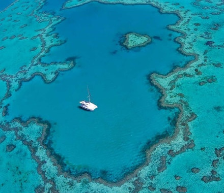 Heart Reef, Great Barrier Reef and Whitsunday Islands only minutes via helicopter from Hamilton Island. Explore one of the natural wonders of the worlds natural with Hamilton Island Air.