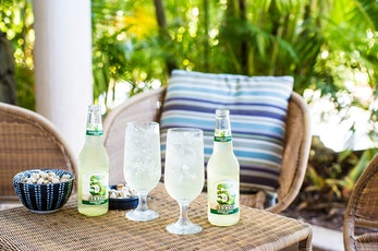 Enjoy cocktails in the Reef Lounge - The Reef View Hotel Hamilton Island