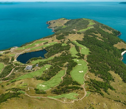 Enjoy some golf on Dent Island - Hamilton Island golf holidays
