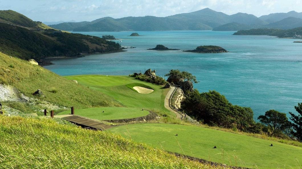 Golf Course Hole 16 Dent Island - Hamilton Island golf holidays