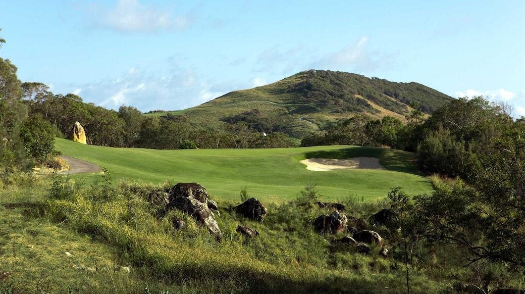 Golf Course Hole 7 Dent Island - Hamilton Island golf holidays