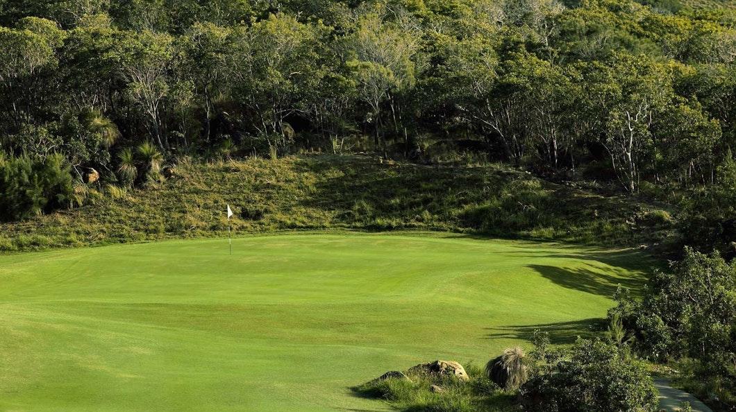 Golf Course Hole 8 Dent Island - Hamilton Island golf holidays