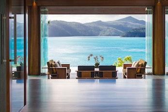仅限年满16岁成人入住。座落在汉密尔顿岛僻静的北端,茂密的热带花园中qualia 是澳大利亚最纯粹的奢华享受: 这里的一切经过精心的设计,让您彻底的放松和体验真实的感官放纵